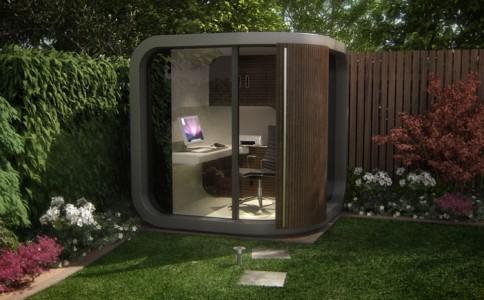Tiems, kam nepatinka dirbti namie, gali kur kieme įsikurti tokį mini-biurą ;)
